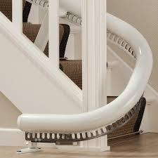 schmale treppen schmaler treppenlift für kurvige treppen