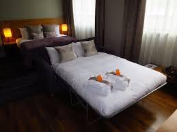 chambre d hotel 4 personnes chambre pour 3 4 personnes lit et canapé photo de apex city of