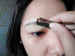 How To Shape Eyebrow How To Shave Your Eyebrows In 3 Steps Girlandboything