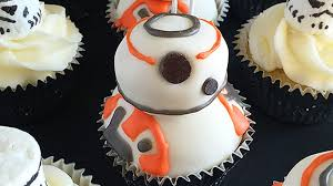 war cakes these wars bb 8 cupcakes get a thumbs up nerdist