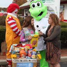 long island mcdonald u0027s kicks off holiday food drive with long