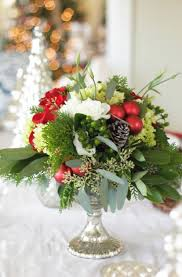 Xmas Table Decorations by Best 25 Christmas Floral Arrangements Ideas Only On Pinterest