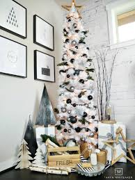 creates this modern black and white tree display