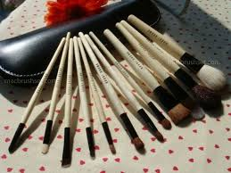 bb bobbi brown s 12 piece makeup brush set with pouch this one is a leather pouchprofessional