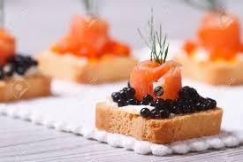canapés saumon fumé canapés avec caviar d esturgeon noir saumon fumé et aneth macro