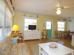 colors close to yellow flip flop bungalow free kayaks close to vrbo