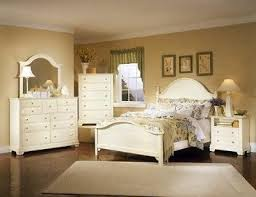 Cream Bedroom Furniture Sets by 30 Best Summer Retreat Images On Pinterest Dining Room Sets