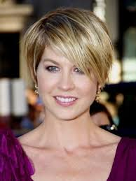 short mid hair pushed behind ears over the ear haircuts for women hair just over the ears can be a
