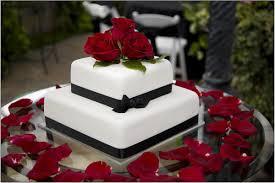 wedding cake red roses nyc wedding blog ny weddings event