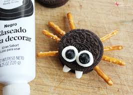easy sandwich cookie spiders