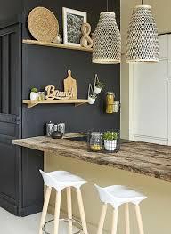 cuisine mur noir idée relooking cuisine mixé aux teintes de bois et bambou rien