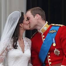 wedding cake kate middleton kate middleton and prince william s royal wedding cake sells at