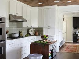 Paint Amp Glaze Kitchen Cabinets by Choosing Kitchen Cabinets Hgtv
