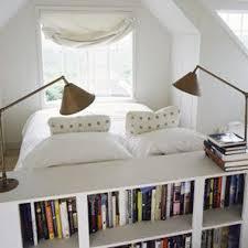 bibliotheque chambre tête de lit bibliothèque dans une chambre blanche