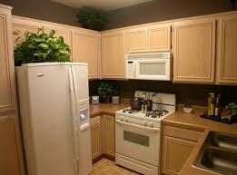 peinture d armoire de cuisine armoire de lîle blanche peinture murale crème avec combinaison socle