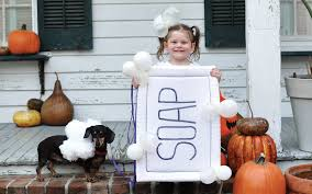 Family Of Three Halloween Costumes by Affordable Diy Halloween Costumes For The Whole Family