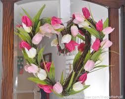 Tulip Wreath 20 Beautiful Diy Spring Wreaths The Happier Homemaker
