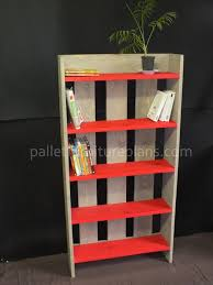 Simple Wood Bookshelf Plans by Pallet Bookcase Diy Short And Simple Pallet Furniture Plans
