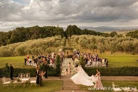 best place to get a wedding dress best places to get married in tuscany