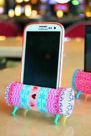 diy phone stand with recycled toilet paper rolls phone stand