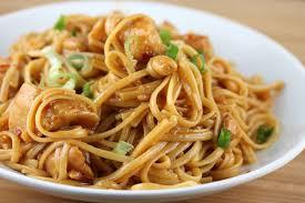 cuisiner des pates chinoises nouilles chinoises au poulet et sauce soja avec thermomix