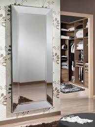 miroir de chambre sur pied le miroir dans une chambre parentale boite à design