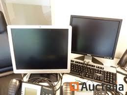 servante de bureau table téléphones siège de bureau écrans de pc servante