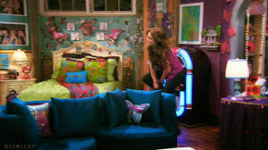 hannah montana bedroom the room in hannah montana i love her room its so colorful