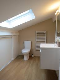 salle de bain dans chambre sous comble étourdissant salle de bains sous combles et salle de bain dans