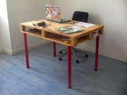 bureau avec rangement au dessus bureau en palettes 18 idées le bureau tendance et facile à