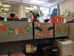 Decorating Office Ideas At Work Best 25 Halloween Cubicle Ideas On Pinterest Halloween Office