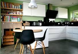 farbe für küche farbe in der kuche ideen glasruckwand planen welche holz