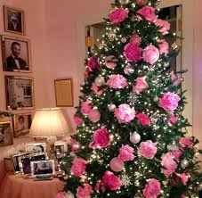 Christmas Tree Decorating Ideas People Are Decorating Their Christmas Trees With Flowers And The