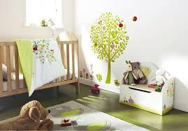chambre bébé vert et gris tapis chambre bébé blanc motifs oiseaux gris jaune sticker mural