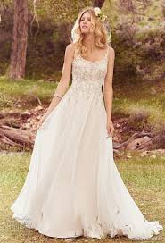 wedding dresses with straps 31 flattering scoop neckline wedding dresses weddingomania
