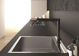 cuisine avec plan de travail en granit plan de travail en granit noir pour une ambiance tendance et naturelle