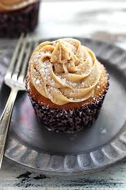 gingerbread cupcakes with cinnamon cheese frosting creme