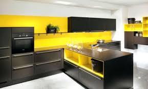 cuisine jaune et grise mur jaune moutarde cuisine blanche mur jaune chaios cuisine mur
