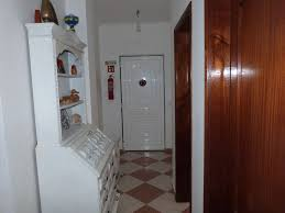 2 bedroom apartment with garage and lift a 5 min walk from the