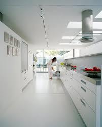 weisse küche inspiration weiße küche mit edelstahl bild 32 schöner wohnen