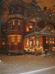 Homes With Christmas Decorations by Best 10 Victorian Christmas Decorations Ideas On Pinterest