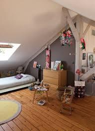 chambre fille sous comble chambre chambre sous comble placard chambre sous pente