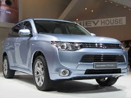 2017 mitsubishi outlander plug in hybrid on sale late summer now