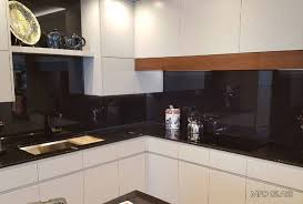 black glass backsplash kitchen black glass backsplash kitchen kitchen backsplash