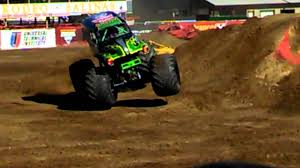 monster trucks youtube grave digger gravedigger monster truck salinas monster jam 2013 youtube