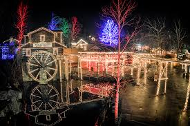 christmas light show pigeon forge tn dollywood smoky mountain christmas pigeon forge convention center