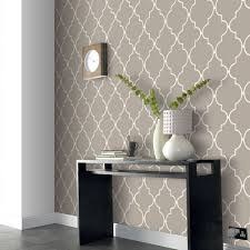 wallpaper is back we love classic prints like this allen roth