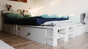 Bilder Im Schlafzimmer ᐅᐅ Palettenbett Selber Bauen Europaletten Bett Diy Anleitung