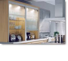 volet roulant cuisine cuisine moderne aménagée verre dépoli volets roulants prix