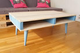 Lit Avec Des Palettes Table De Chevet Palette Table Basse Palette Industrielle Avec